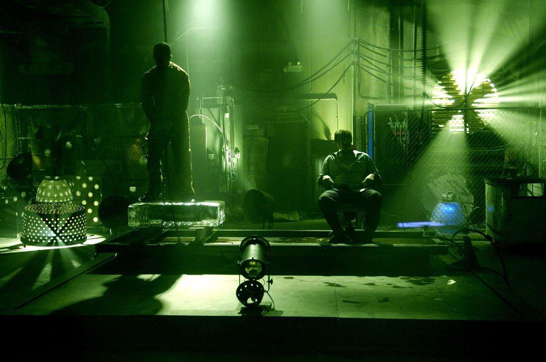 Ihr Leben hängt am seidenen Faden: Hoffman (Costas Mandylor, r.) und Eric Matthews (Donnie Wahlberg, l.) ... - Bildquelle: 2007 Lionsgate, Twisted Pictures