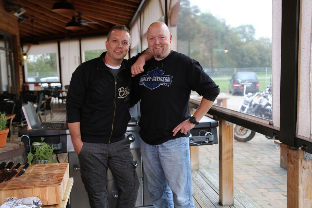 Die Herausforderer Stefan und Christian verstehen ihr Handwerk und werden sogar den Spitzenkoch ins Schwitzen bringen ... - Bildquelle: Willi Weber ProSieben MAXX