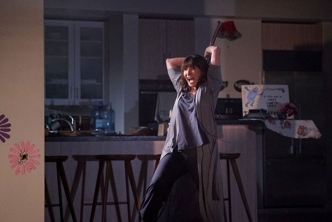 Die ständige Angst, dass Pat zurückkehren könnte und sie alle umbringt, sorgt nicht nur bei Gail (Mary Steenburgen) für eine gefährliche Überreaktio... - Bildquelle: Kevin Estrada 2016 Fox and its related entities. All rights reserved.