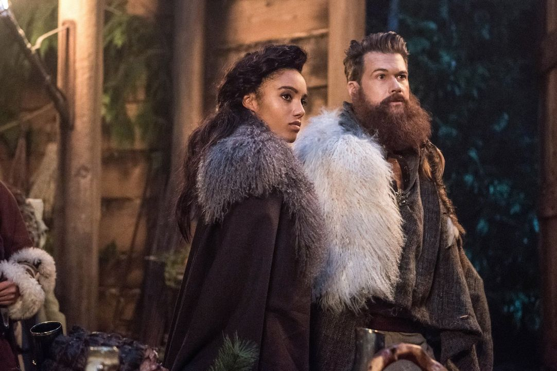 (v.l.n.r.) Amaya alias Vixen (Maisie Richardson-Sellers); Nate alias Citizen Steel (Nick Zano) - Bildquelle: 2017 Warner Bros.