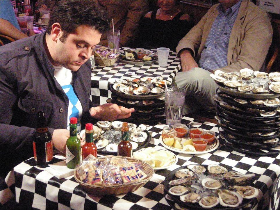 Nach seiner Suche nach den besten kulinarischen Speisen aus dem Meer muss sich Adam Richman bei einer Muschel-Challenge in New Orleans beweisen. Hat... - Bildquelle: The Travel Channel, L.L.C.