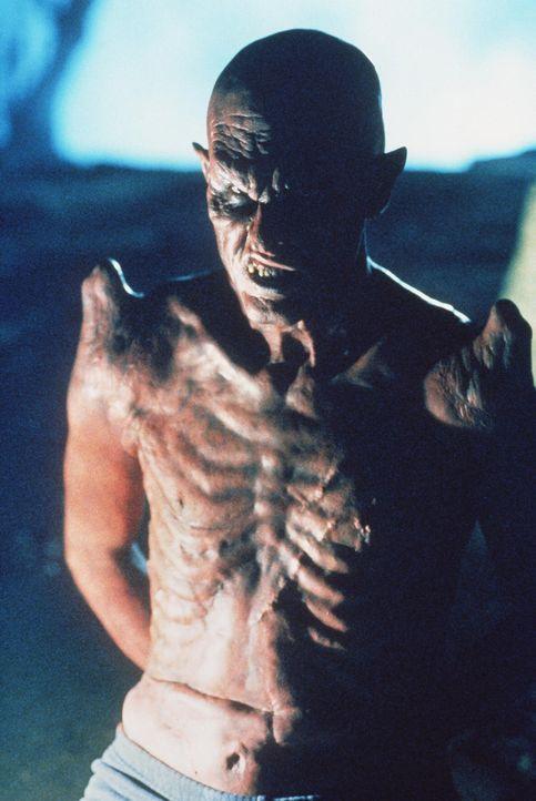 Der Frauenmörder Donald Pfaster verwandelt sich in die 'Inkarnation des Teufels'. - Bildquelle: TM +   2000 Twentieth Century Fox Film Corporation. All Rights Reserved.
