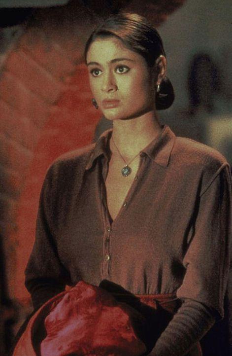 """Die hübsche Tibetanerin Kee Nang (Charlotte Lewis) braucht Hilfe: Finstere Mächte haben das mit magischen Kräften begabte """"Goldene Kind"""" entführt, u... - Bildquelle: Paramount Pictures"""