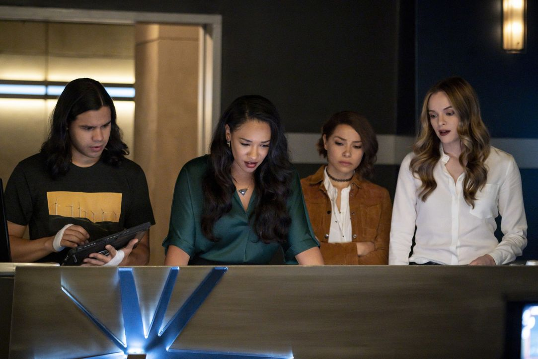(v.l.n.r.) Cisco (Carlos Valdes); Iris (Candice Patton); Nora (Jessica Parker Kennedy); Caitlin (Danielle Panabaker) - Bildquelle: Shane Harvey 2018 The CW Network, LLC. All rights reserved.