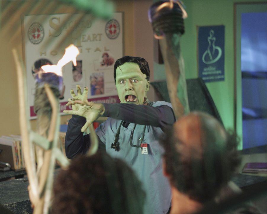 Tagtraum: J.D. (Zach Braff), Monster, wird gequält ... - Bildquelle: Touchstone Television