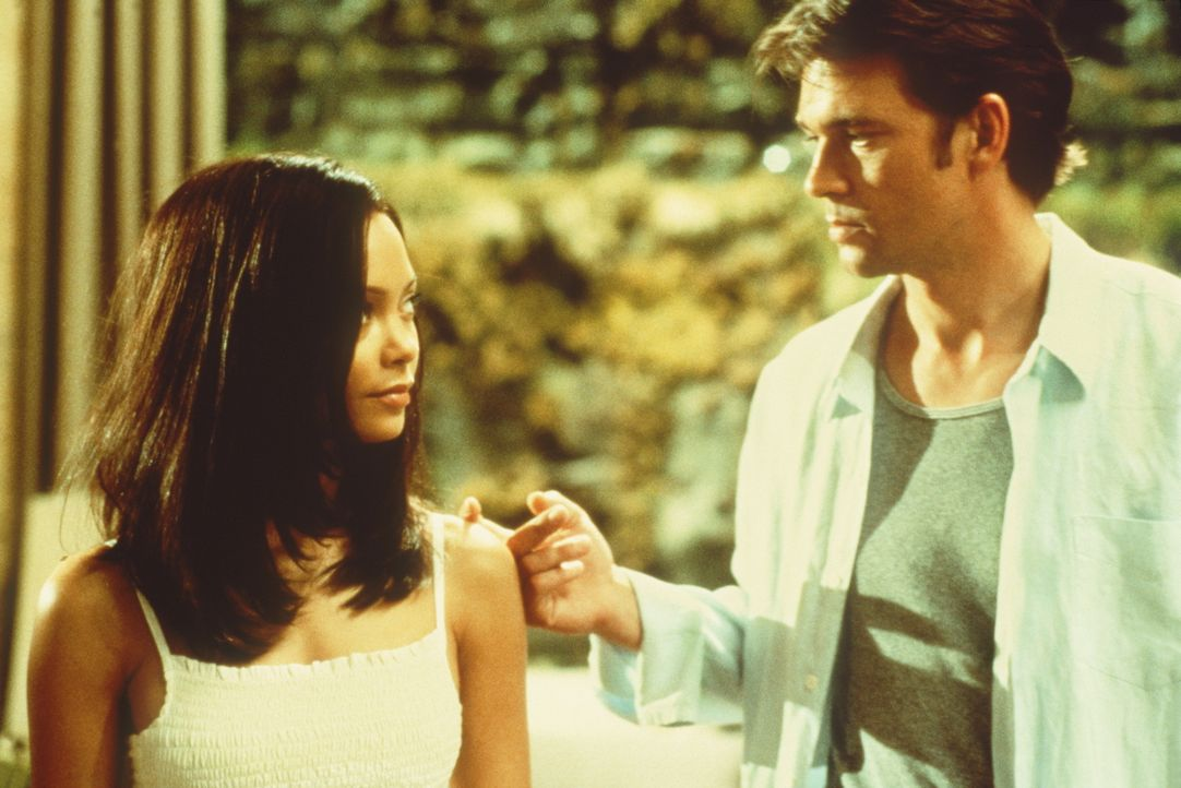 Obwohl ihr Ex-Freund Sean Ambrose (Dougray Scott, r.) ihr nicht voll und ganz traut, lässt er sich mit Nyah (Thandie Newton) ein. Doch schon bald ka... - Bildquelle: Paramount Pictures