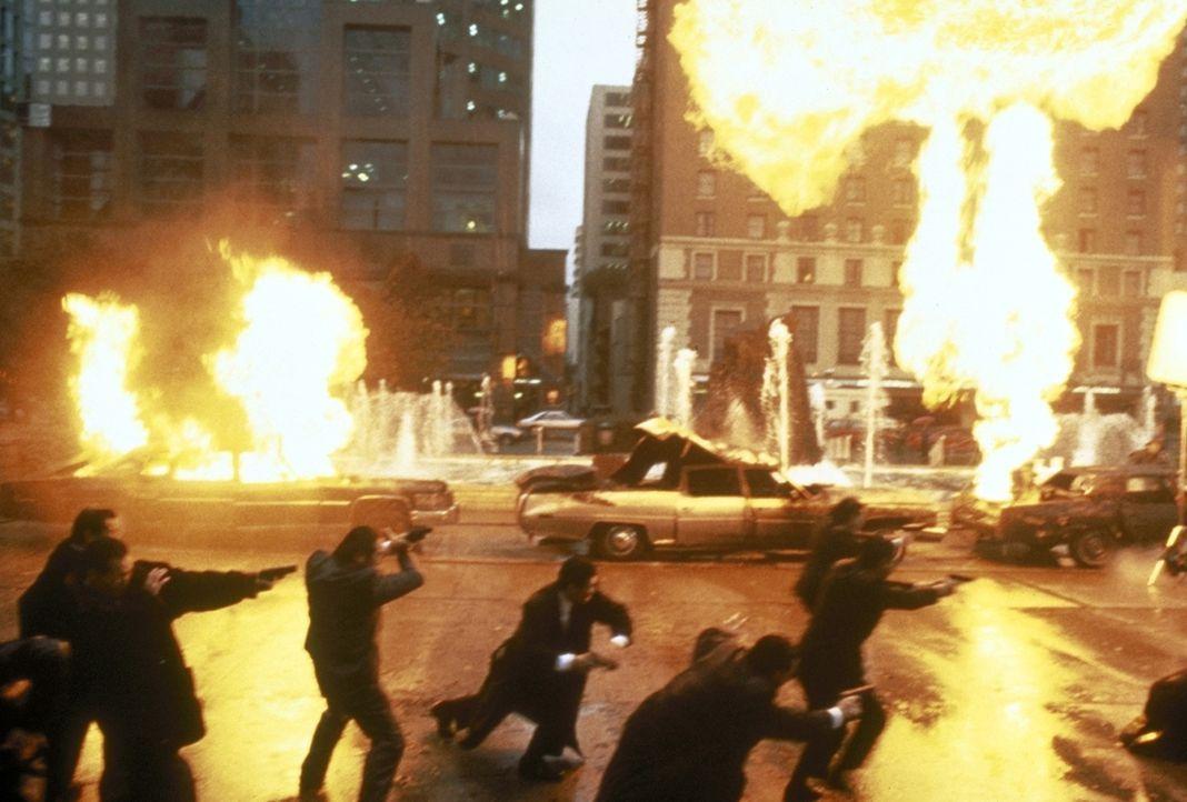 Crying Freeman hat den Auftrag, den in Ungnade gefallenen Yakuza Takeshi Shimazaki und dessen Leibwächter zu töten. In den Straßen von San Francisco... - Bildquelle: Warner Bros.