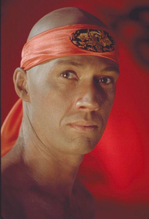 Gelangt immer wieder in brenzlige Situationen, in denen er seine Kung-Fu-Künste einsetzen muss: Kwai Chang Caine (David Carradine) ... - Bildquelle: Warner Bros.