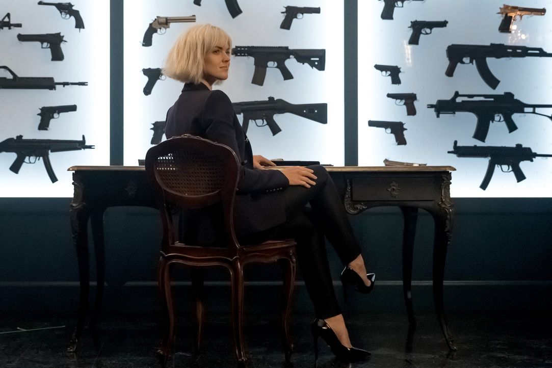 Barbara (Erin Richards) kehrt nach Gotham zurück und will dort den Waffenmarkt aufmischen ... - Bildquelle: 2017 Warner Bros.
