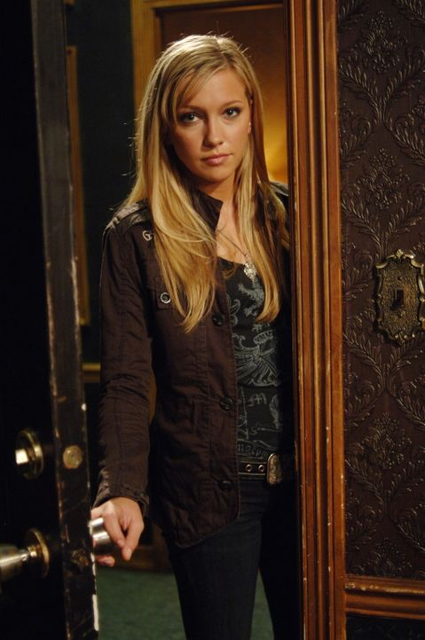 Dean ist sich nicht sicher, ob er Ruby (Katie Cassidy) vertrauen kann ... - Bildquelle: Warner Bros. Television