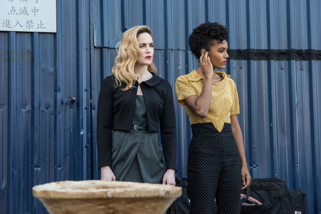 Sara (Caity Lotz, l.); Charlie (Maisie Richardson-Sellers, r.) - Bildquelle: Dean Buscher 2018 The CW Network, LLC. All rights reserved. / Dean Buscher