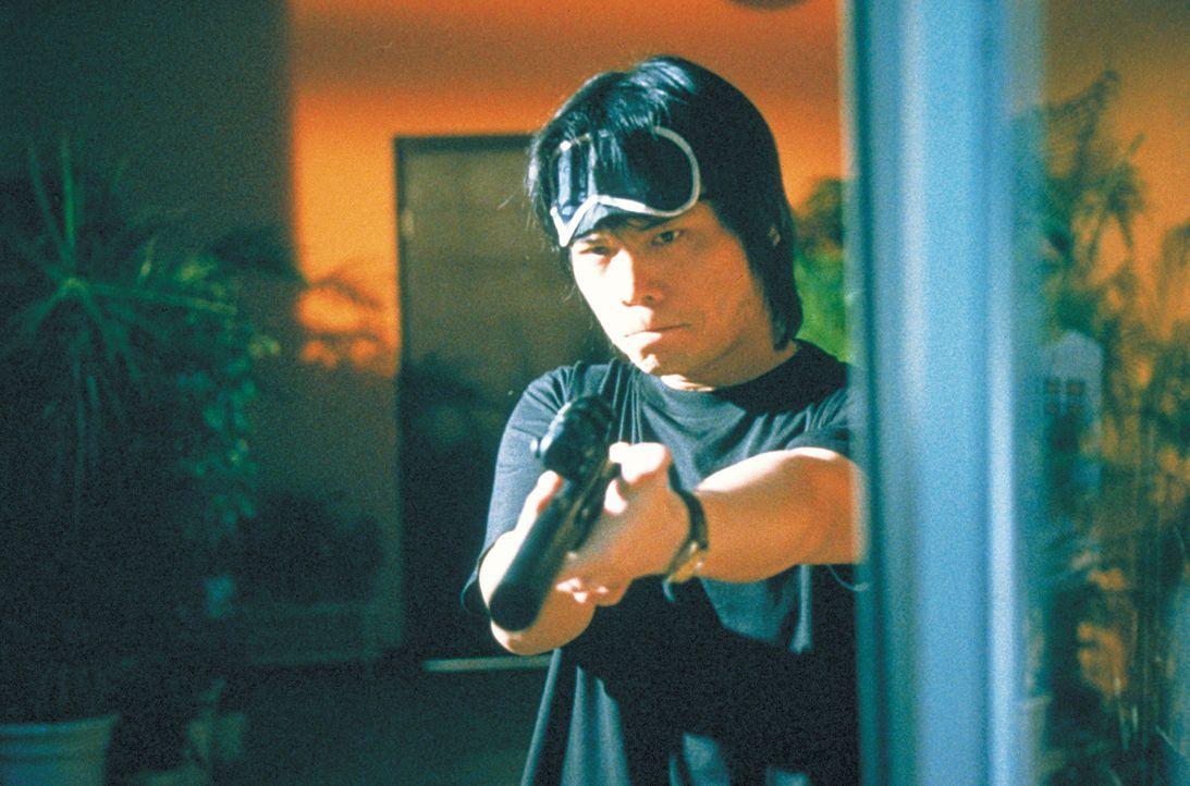 Weil Jack (Wu Bai) einen Anschlag auf seinen Schwiegervater vereiteln konnte, geraten er und seine Frau ins Visier der feigen Attentäter ... - Bildquelle: 2003 Sony Pictures Television International. All Rights Reserved.