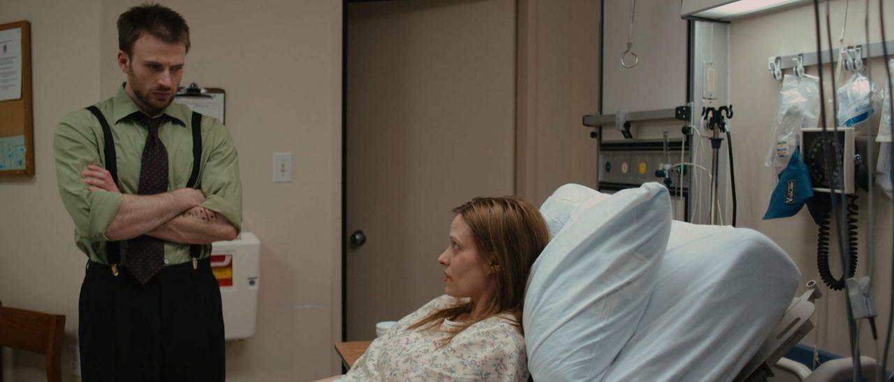 Das Leben des drogensüchtigen Anwalts Mike Weiss (Chris Evans) ändert sich rapide, als er die junge Krankenschwester Vicky (Vinessa Shaw) als Mandan... - Bildquelle: 2010 Safety Point, LLC All Rights Reserved