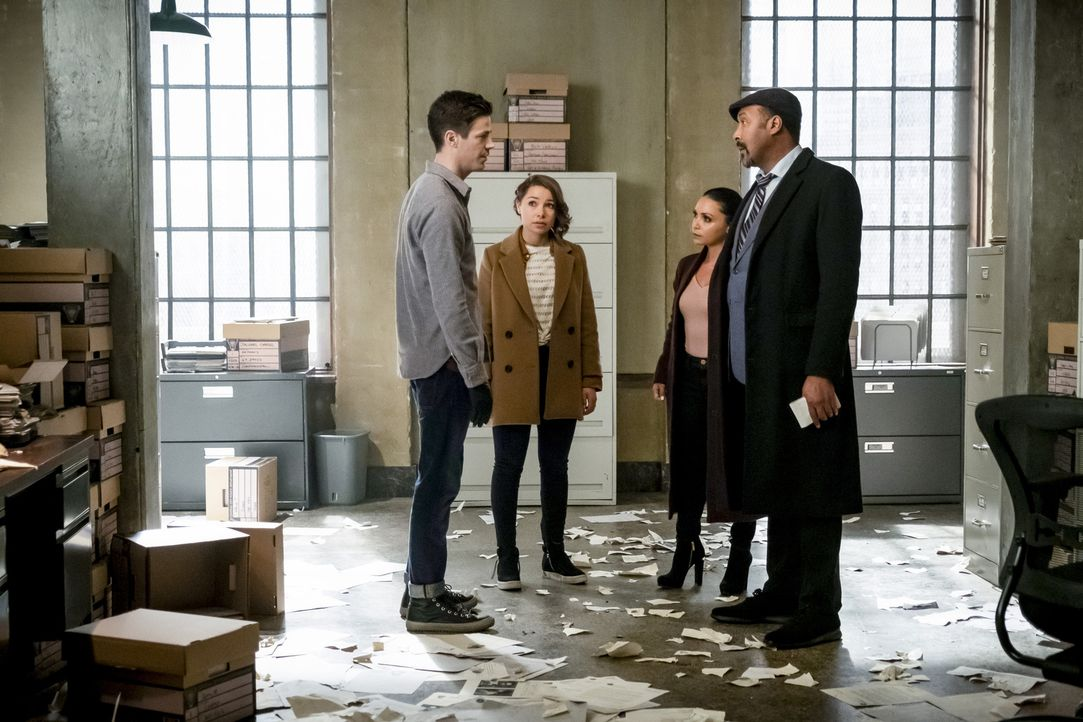 (v.l.n.r.) Barry (Grant Gustin); Nora (Jessica Parker Kennedy); Cecille (Danielle Nicolet); Joe (Jesse L. Martin) - Bildquelle: Katie Yu 2018 The CW Network, LLC. All rights reserved.