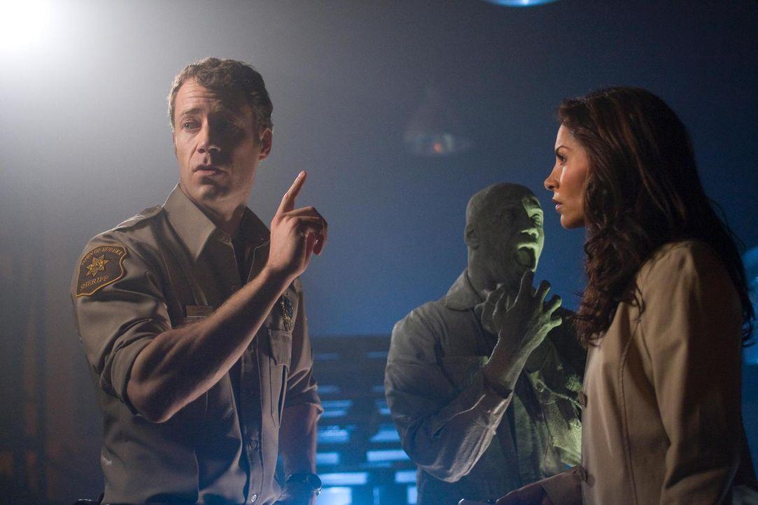 Bringt sie das neue Erlebnis näher zusammen? Carter (Colin Ferguson, l.) und Allison (Salli Richardson-Whitfield, r.) ... - Bildquelle: Universal Television