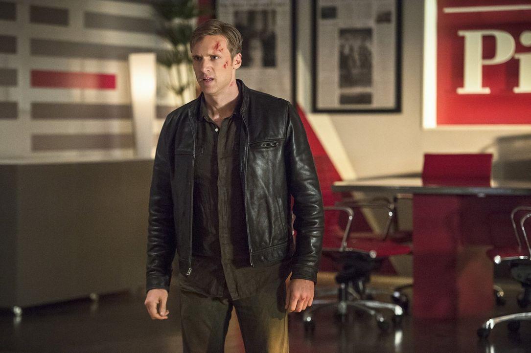 Jay Garrick alias Flash (Teddy Sears) ist sich sicher, dass Dr. Light, ein Meta-Wesen aus seiner Welt, keine Gefahr darstellt, doch ihr Erscheinen i... - Bildquelle: 2015 Warner Brothers.
