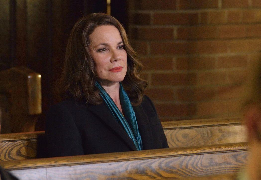 Kann und will Ann Rutledge (Barbara Hershey) wirklich Damiens brennende Fragen beantworten? - Bildquelle: Ben Mark Holzberg 2016 A&E Television Network, LLC. All rights reserved.