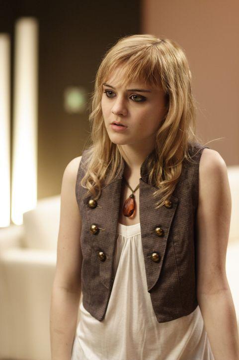 Rebelliert gegen ihren Vater: Zoe (Jordan Hinson) ... - Bildquelle: Universal Television