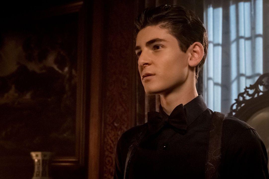 Bruce (David Mazouz) mischt sich in fremde Angelegenheiten ein und bringt damit einige gefährliche Gegner gegen sich auf ... - Bildquelle: 2017 Warner Bros.