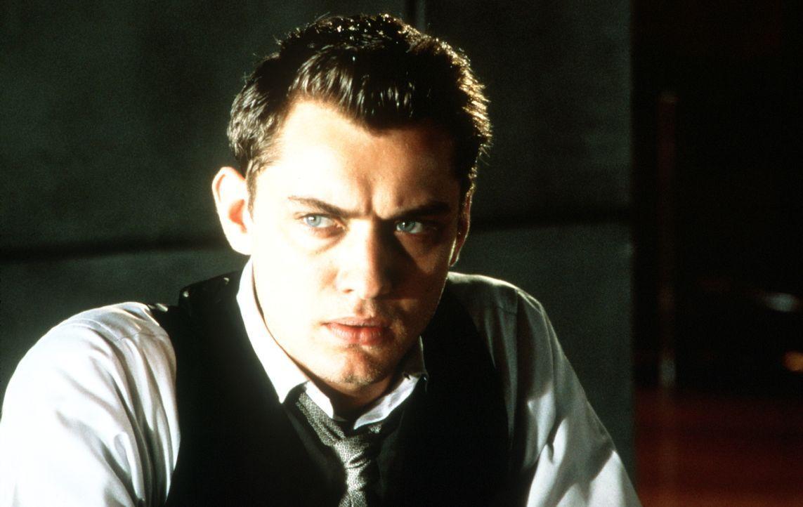 """In dieser Welt hat man als """"Unperfekter"""" keine Chance: Seit einem Unfall hat der Non-Valid Jerome Morrow (Jude Law) keinen Platz mehr in dieser Gese... - Bildquelle: Columbia Pictures"""