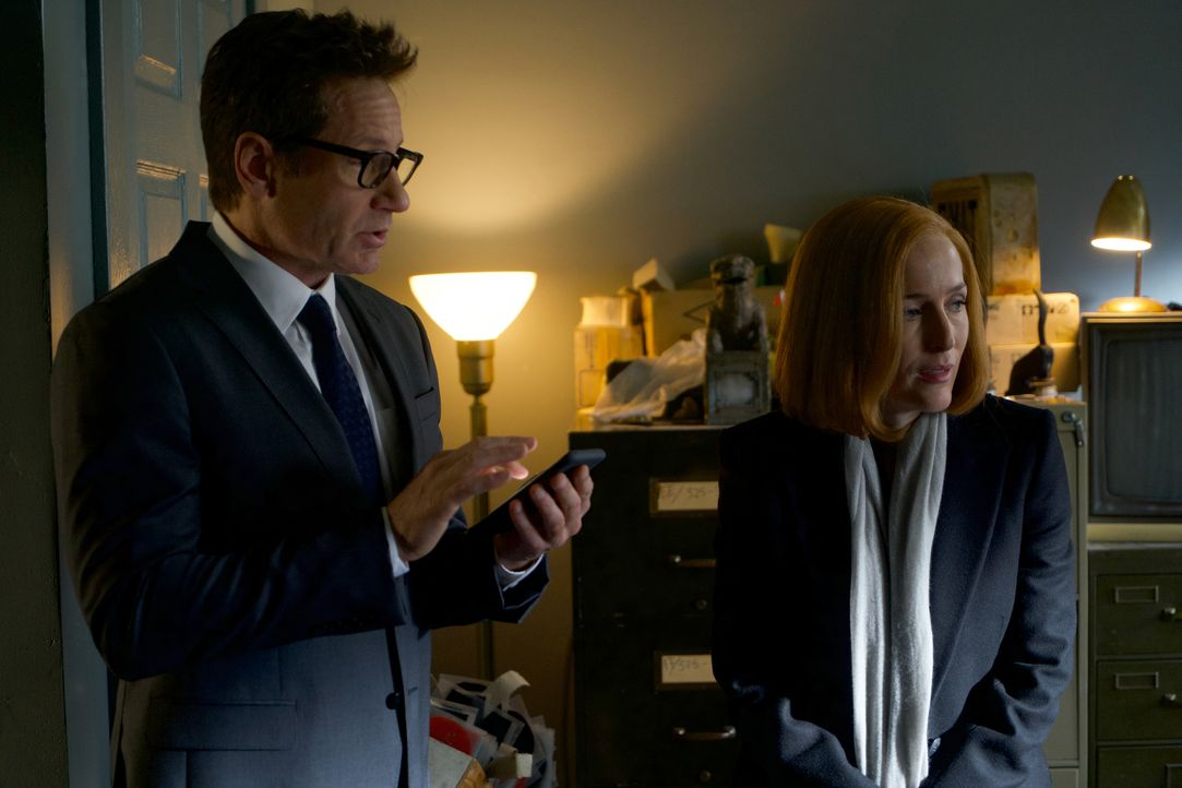 Als Scully (Gillian Anderson, l.) und Mulder (David Duchovny, r.) einen Kult entdecken, ahnen sie noch nicht, welch grausame Rituale die Anführer du... - Bildquelle: Shane Harvey 2018 Fox and its related entities. All rights reserved. / Shane Harvey