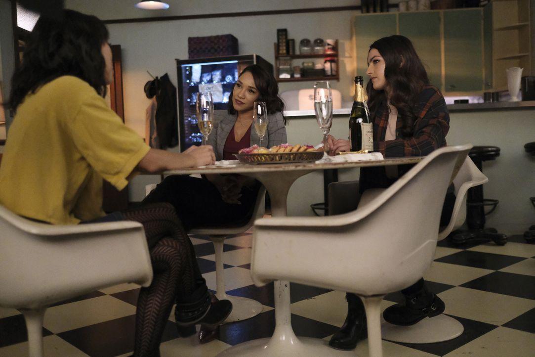 (v.l.n.r.) Kamilla Hwang (Victoria Park); Iris West-Allen (Candice Patton); Allegra Garcia (Kayla Compton) - Bildquelle: Warner Bros. Entertainment Inc. All Rights Reserved.