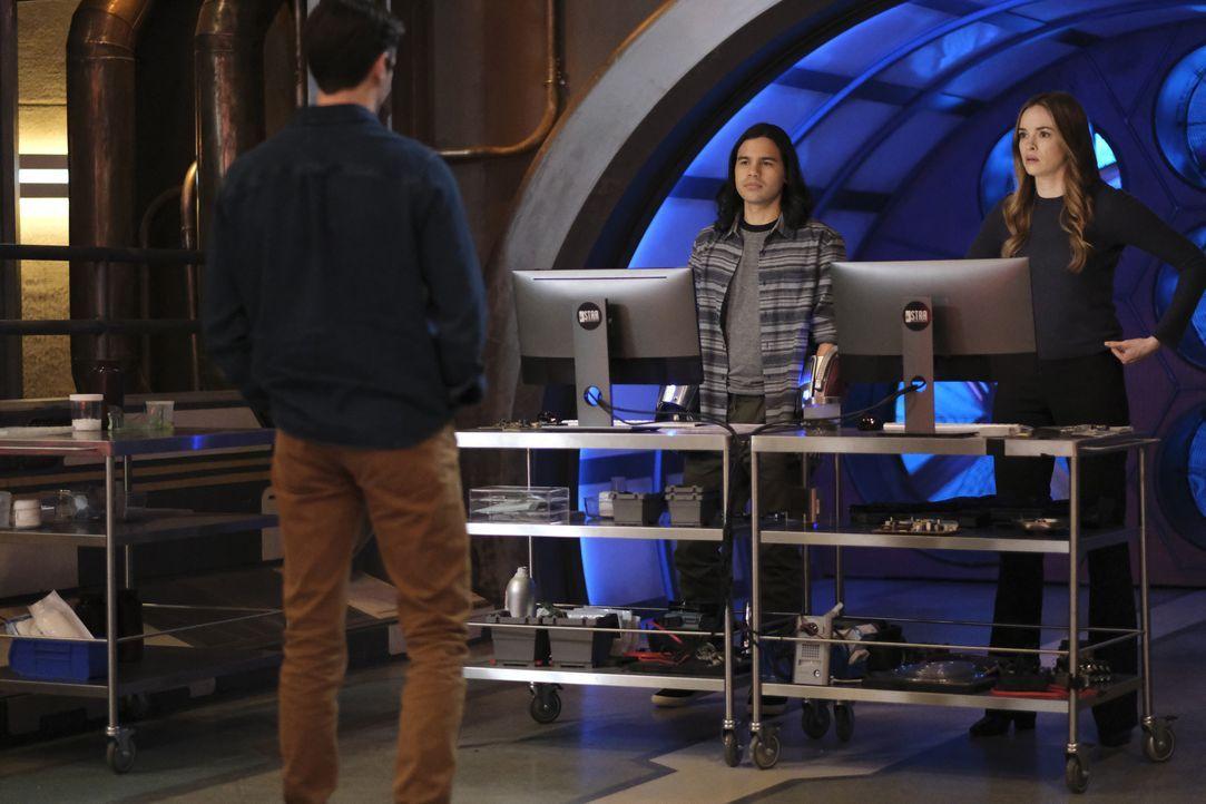 Cisco Ramon (Carlos Valdes, l.); Caitlin Snow (Danielle Panabaker, r.) - Bildquelle: Warner Bros. Entertainment Inc. All Rights Reserved.
