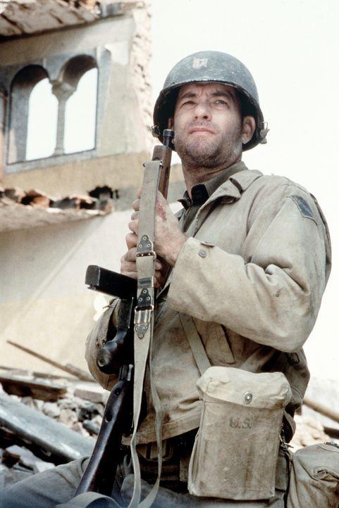 Hat einen überaus heiklen und gefährlichen Auftrag: Captain Miller (Tom Hanks) ... - Bildquelle: United International Pictures