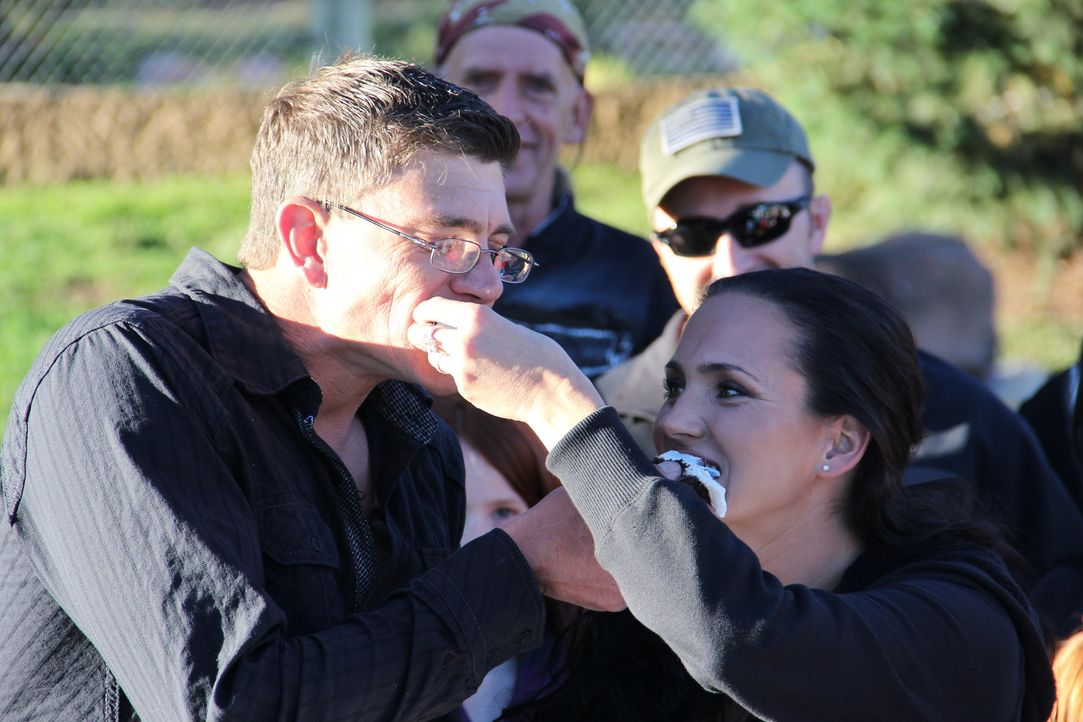 Die letzte Schürfsaison hat Amanda Adkins (r.) und Travis Anderson (l.) zusammengeschweißt ... - Bildquelle: High Noon Entertainment 2014