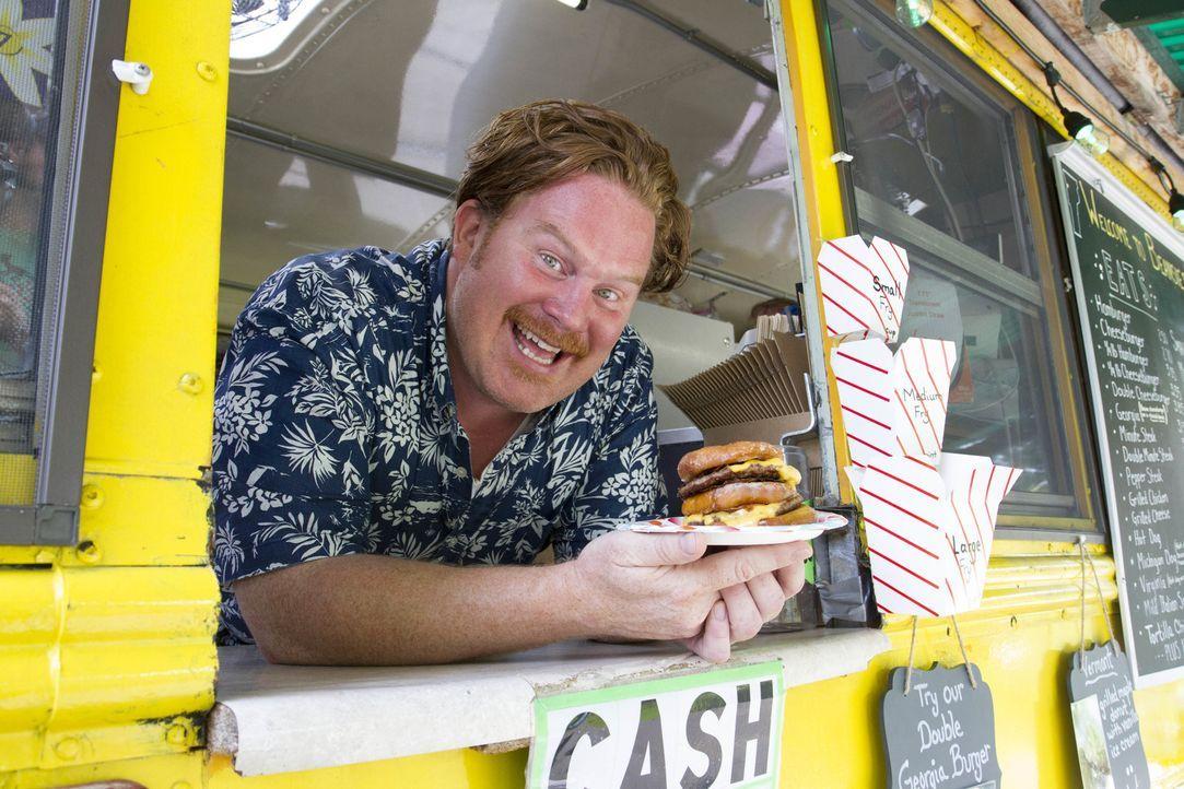 In Burlington, Vermont erwarten Casey Webb die besten Pommes aller Zeiten und ein doppelter Donut-Cheeseburger, serviert aus einem Schulbus heraus ... - Bildquelle: 2017,The Travel Channel, L.L.C. All Rights Reserved.