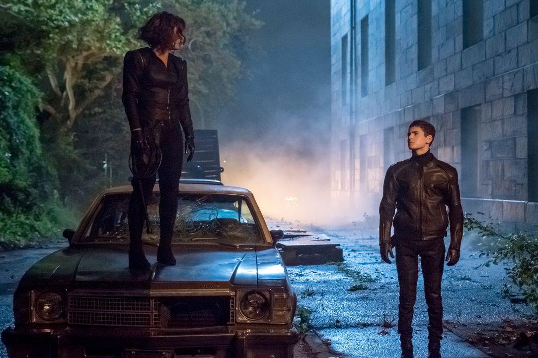 Selina Kyle (Camren Bicondova, l.); Bruce Wayne (David Mazouz, r.) - Bildquelle: Jeff Neumann 2018 Fox Broadcasting Co. / Jeff Neumann