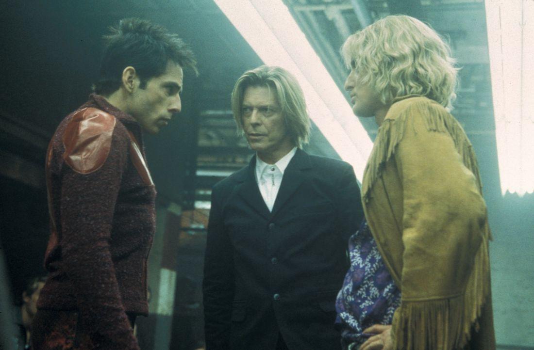 Schon bald stehen die beiden Supermodels Hansel (Owen Wilson, r.) und Zoolander (Ben Stiller, l.) vor einem neuen Phänomen: David Bowie (M.) ... - Bildquelle: Melinda Sue Gordon TM &  2001 by Paramount Pictures. All Rights Reserved.