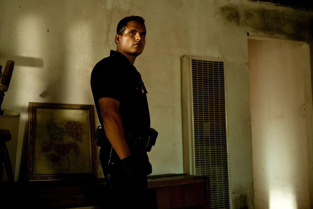 Seit Monaten filmt Officer Mike Zavala (Michael Pena) mit einem kleinen Camcorder seinen knallharten und unberechenbaren Arbeitsalltag. Bis er ins F... - Bildquelle: Scott Garfield 2011 Sole Productions, LLC. All rights reserved.