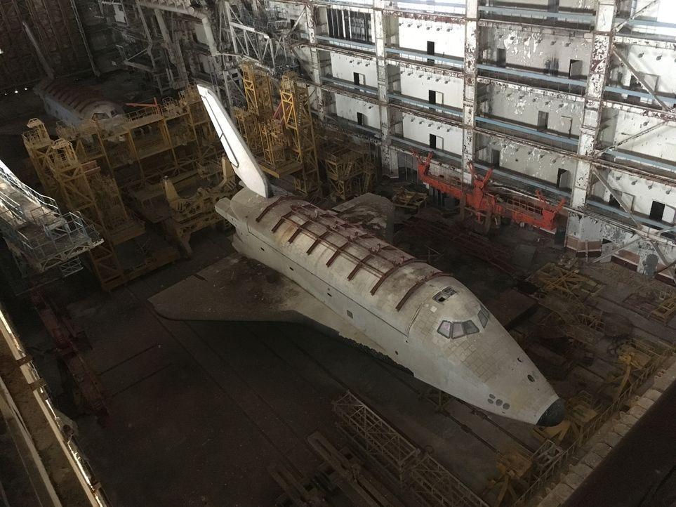 In den gewaltigen Hangars des Weltraumbahnhofs in Baikonur rostet das Raumfahrtprogramm der UDSSR vor sich hin. Riesige Raketen, 15 Meter lang - und... - Bildquelle: ProSieben Maxx