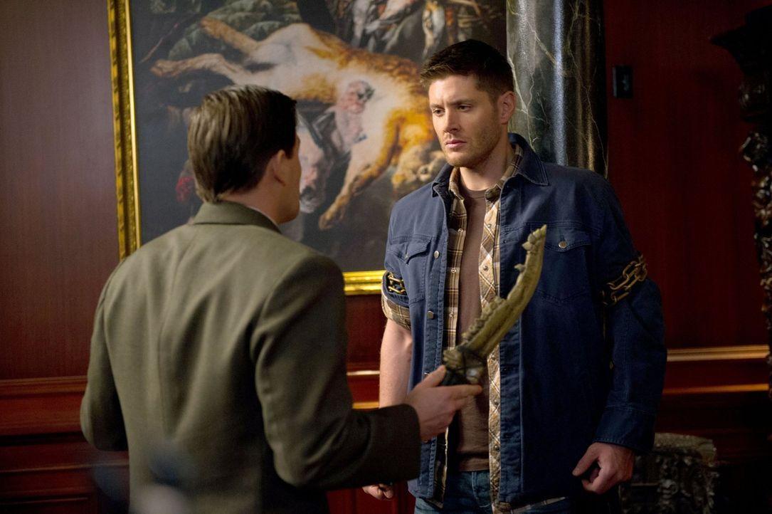 Wird Cuthbert Sinclair (Kavan Smith, l.) Dean (Jensen Ackles, r.) die erste Klinge tatsächlich ohne weiteres geben? - Bildquelle: 2013 Warner Brothers