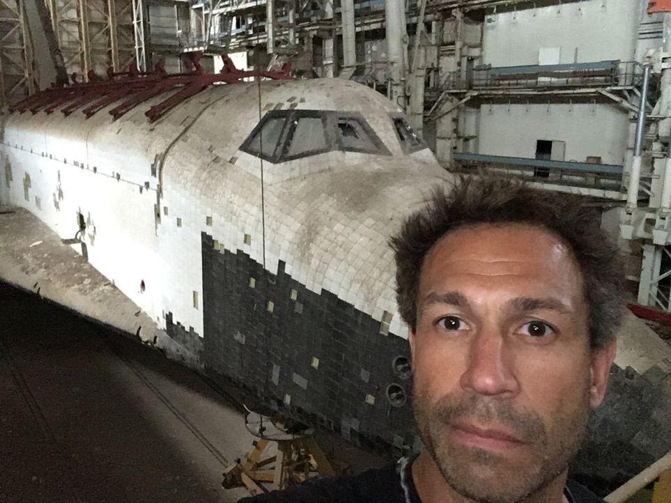In den gewaltigen Hangars des Weltraumbahnhofs in Baikonur rostet das Raumfahrtprogramm der UDSSR vor sich hin. Riesige Raketen, 15 Meter lang, und... - Bildquelle: ProSieben Maxx