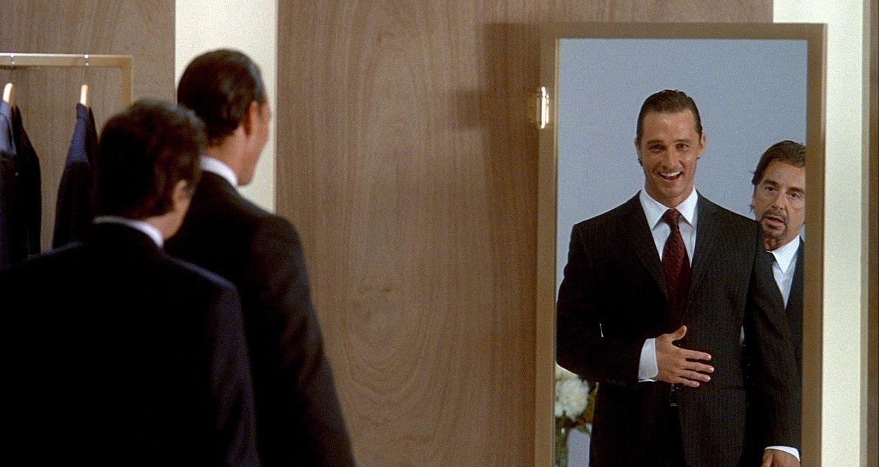 Dank seines Mentors Walter Abraham (Al Pacino, r.) avanciert der ehemalige Fußballstar Brandon Lane (Matthew McConaughey, l.) zum Golden Boy der Wet... - Bildquelle: Morgan Creek Productions