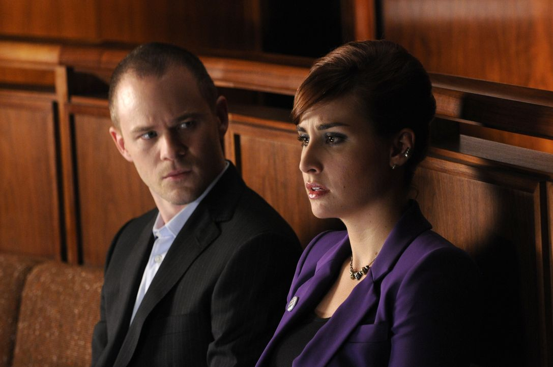Steve Jinks (Aaron Ashmore, l.); Claudia Donovan (Allison Scagliotti, r.) - Bildquelle: Steve Wilkie 2012 Universal Network Television LLC. ALL RIGHTS RESERVED. / Steve Wilkie