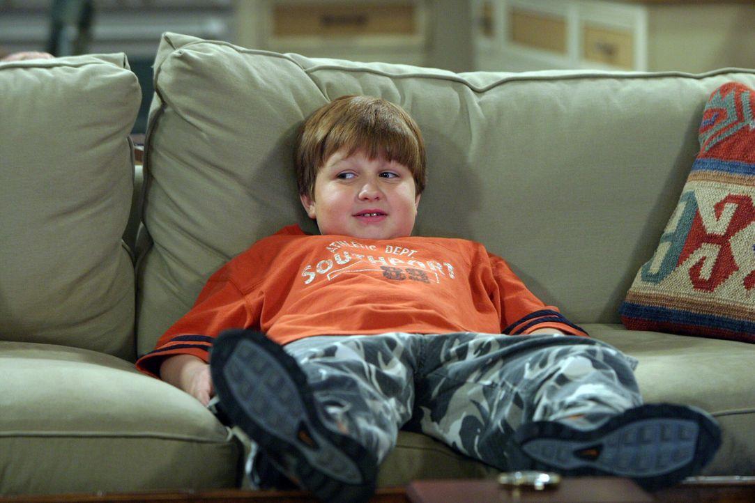 Alan hat ein schlechtes Gewissen, da er wegen Nancy nur wenig Zeit für Jake (Angus T. Jones) hat ... - Bildquelle: Warner Bros. Television