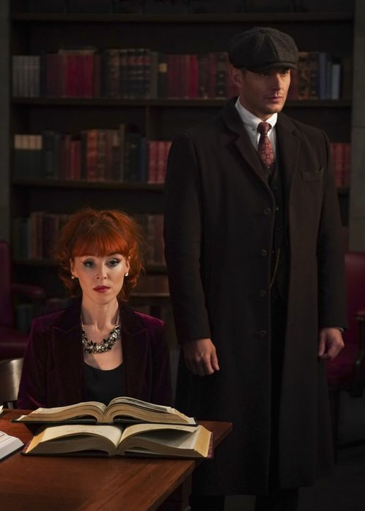 Rowena MacLeod (Ruth Connell, l.); Dean Winchester (Jensen Ackles, r.) - Bildquelle: Shane Harvey 2018 The CW Network, LLC All Rights Reserved / Shane Harvey