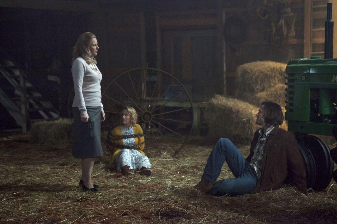 Als Sam (Jared Padalecki, r.) und Dean sich immer weiter in die Rudelangelegenheiten von Schwester Joy (Eve Gordon, l.) und Bess (Sarah Smyth, M.) e... - Bildquelle: 2013 Warner Brothers
