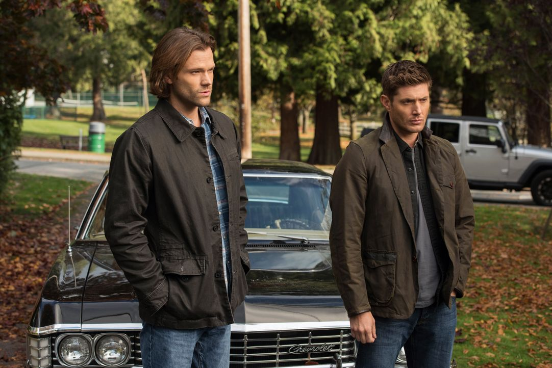 Sam (Jared Padalecki, l.); Dean (Jensen Ackles, r.) - Bildquelle: Dean Buscher 2017 The CW Network, LLC. All Rights Reserved / Dean Buscher