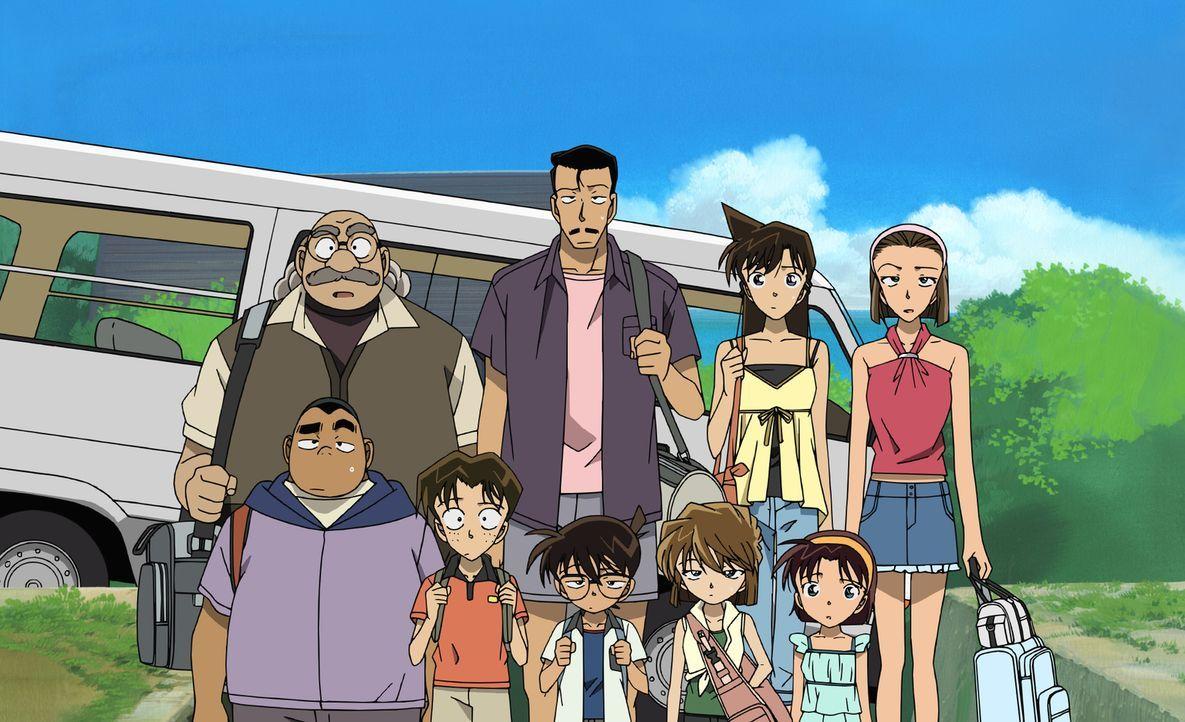 Als Conan (unten M.) und seine Freunde von Kogoro (hinten 2.v.l.) zu einem Urlaub auf der Pazifikinsel Komi-jima eingeladen werden, ahnen sie nicht,... - Bildquelle: 2003 GOSHO AOYAMA / SHOGAKUKAN-YTV-NTV-ShoPro-TOHO-TMS All Rights Reserved.