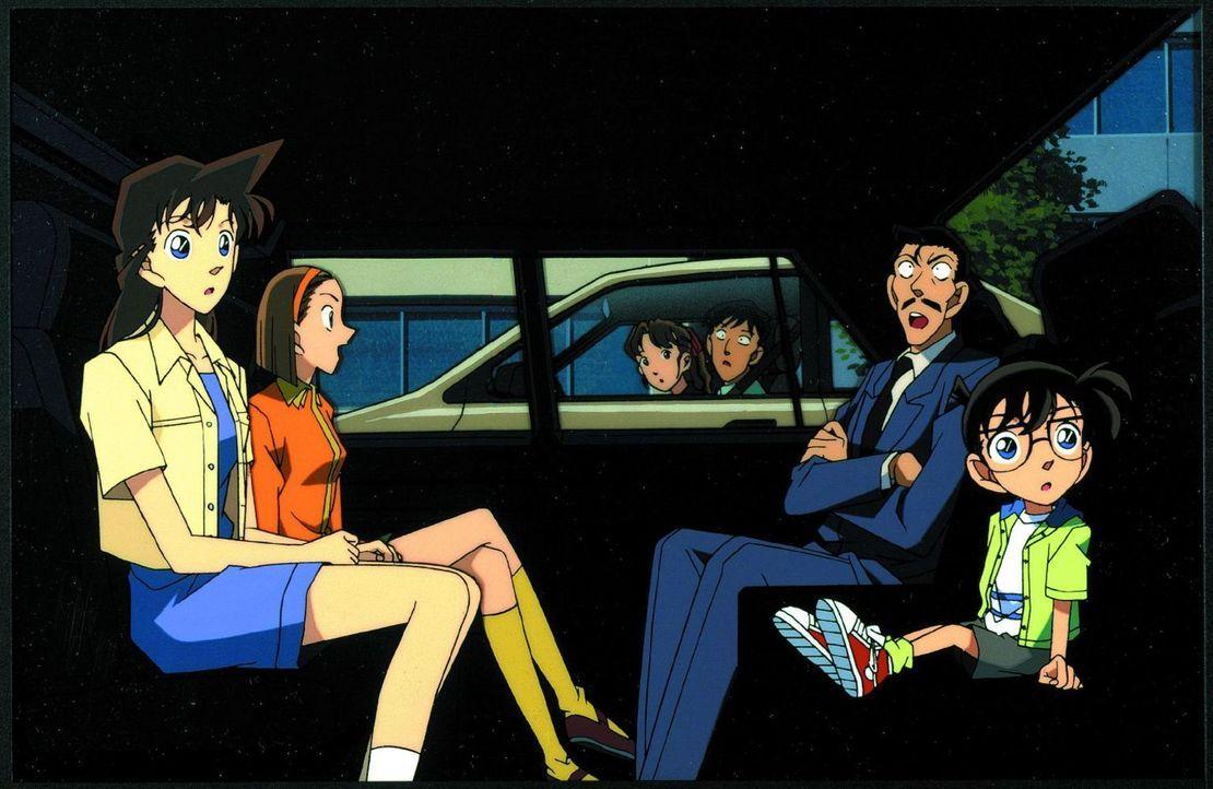 Als Kaito Kid, der Erzfeind von Naruto, droht, ein wertvolles Ausstellungsstück zu klauen, reist Kogoro (2.v.r.) gemeinsam mit seiner Tochter und Co... - Bildquelle: 1999 GOSHO AOYAMA / SHOGAKUKAN - YTV - UNIVERSAL MUSIC - ShoPro - TOHO - TMS. All Rights Reserved. Under License to VIZ Media Switzerland SA. Animat