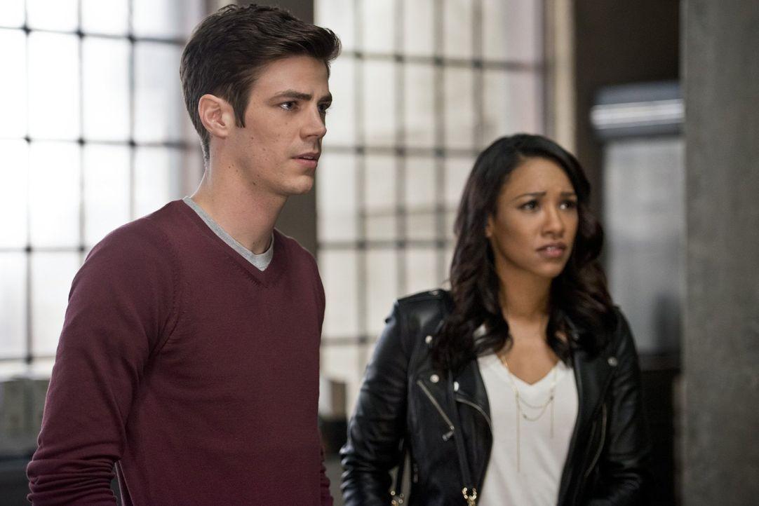 Während Barry (Grant Gustin, l.) und Iris (Candice Patton, r.) mit einigen privaten Schwierigkeiten zu kämpfen haben, macht eine Vision von Cisco da... - Bildquelle: 2015 Warner Brothers.
