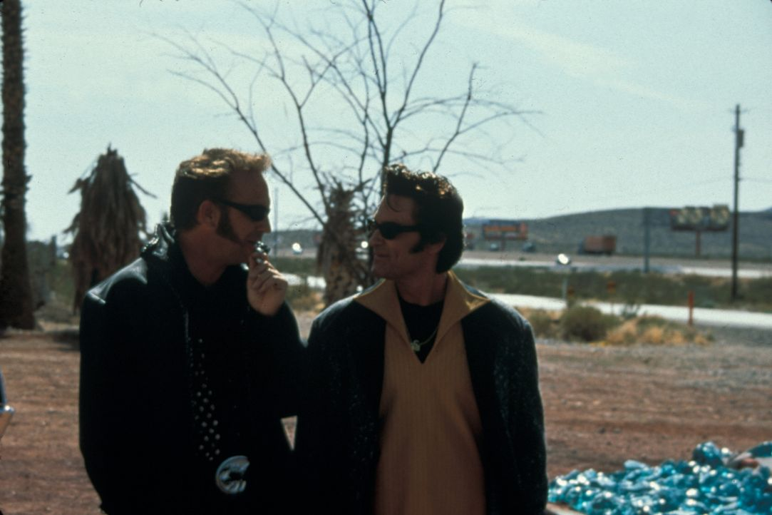 Eines Tages beschließen die soeben aus dem Knast entlassenen Michael Zane (Kurt Russell, r.) und Thomas Murphy (Kevin Costner, l.), das Riviera-Casi... - Bildquelle: Francise Pictures