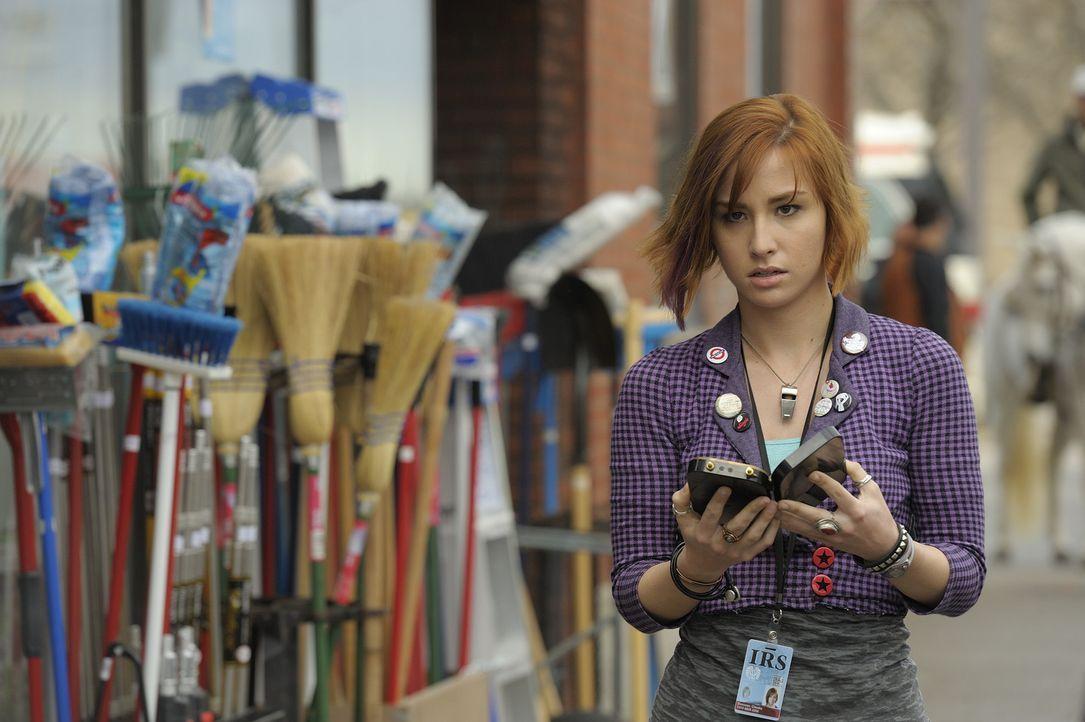 """In der kleinen Stadt Univille nahe dem """"Warehouse 13"""" gehen seltsame Dinge vor. Claudia (Allison Scagliotti) und der Rest des Teams gehen der Sache... - Bildquelle: Philippe Bosse SCI FI Channel"""