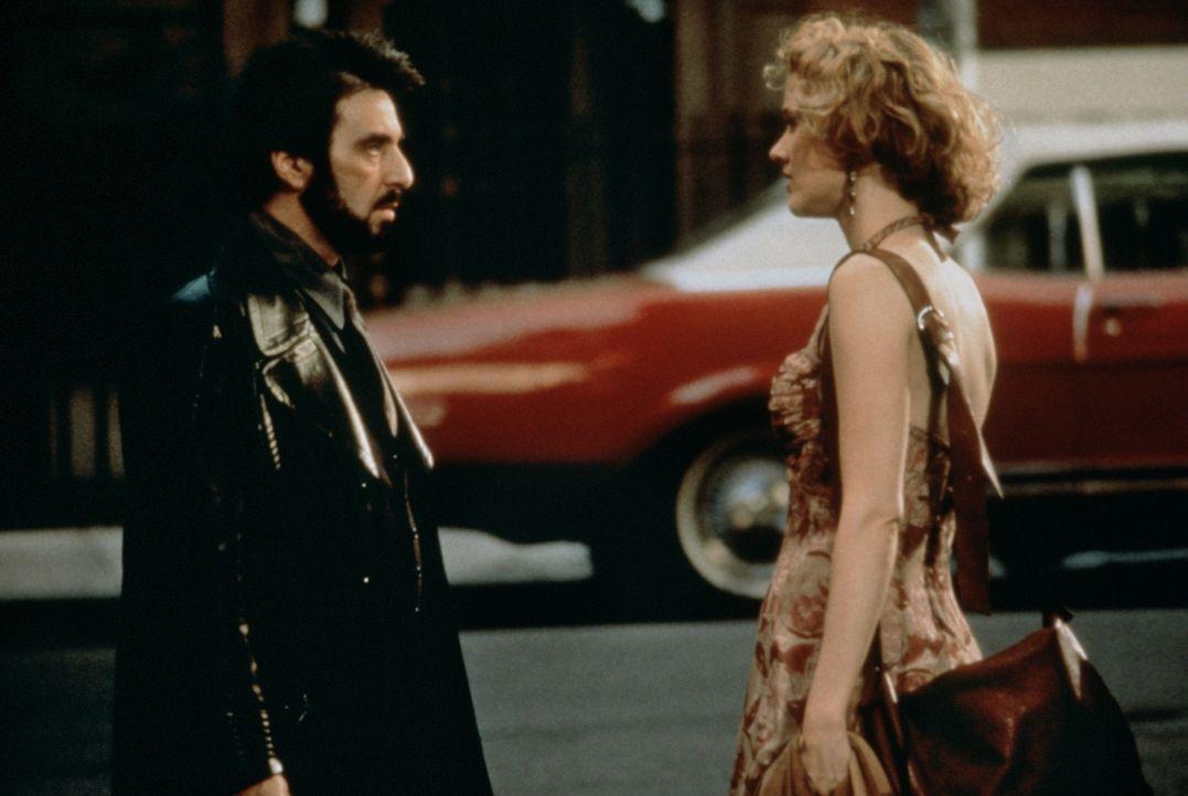 Der Ex-Drogendealer Carlito (Al Pacino, l.) möchte nach seiner Entlassung aus dem Gefängnis mit seiner Geliebten Gail (Penelope Ann Miller, r.) eine... - Bildquelle: Universal Pictures