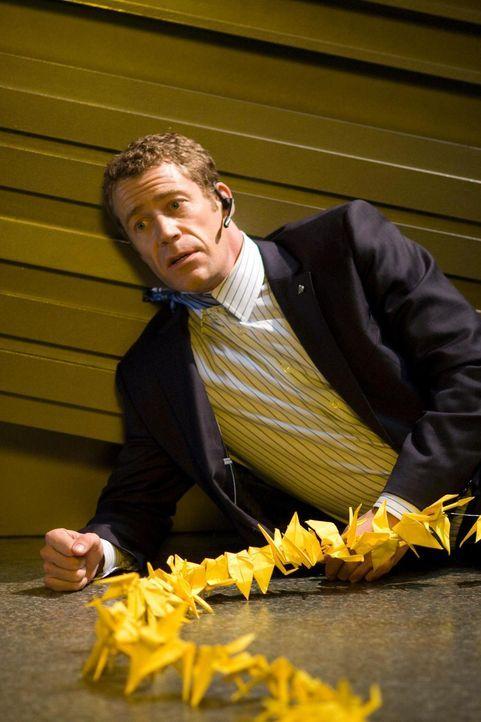 Als Carter (Colin Ferguson) loszieht, um die Milben zu zerstören, wird er von Allison dabei geführt, die dadurch nun Senatorin Wen beweisen kann, da... - Bildquelle: Universal Television