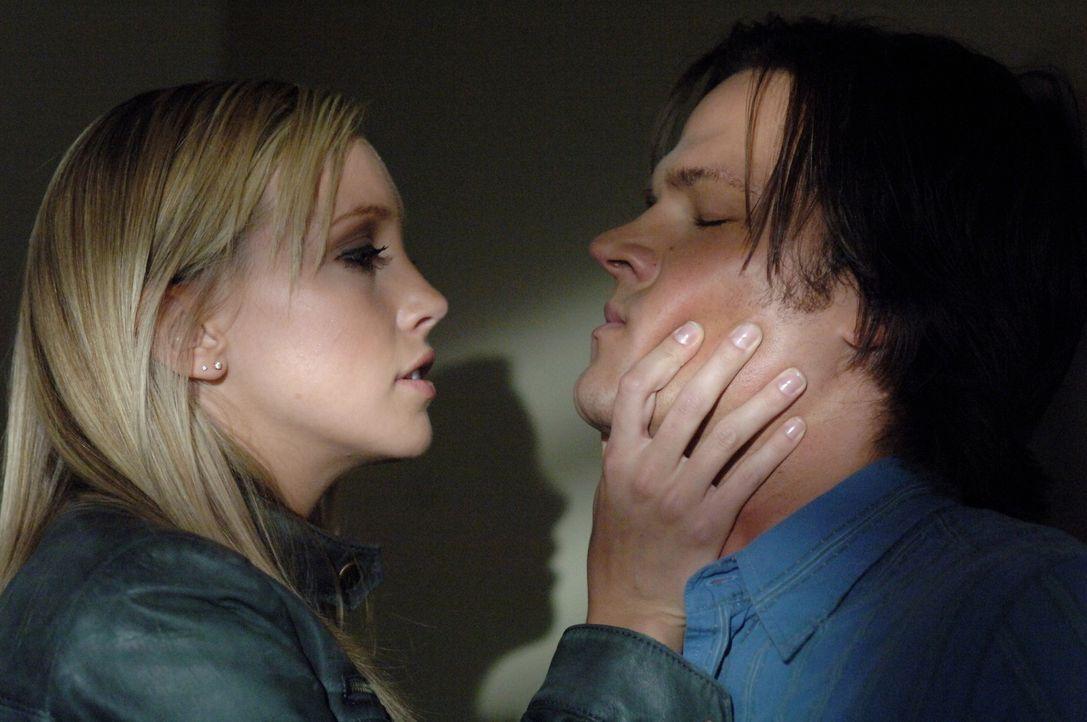 30 Stunden bevor Deans Deal endet, suchen Dean, Sam und Bobby nach Lilith, die den Vertrag hält. Sie finden heraus, wo sie ist und Sam (Jared Padal... - Bildquelle: Warner Bros. Television